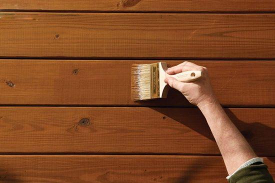 Bạn cũng có thể dùng sơn lau sàn gỗ