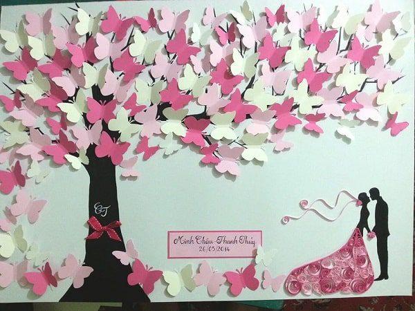 Bức tranh cây hình cánh bướm này sẽ gợi nên hương sắc tình yêu, hạnh phúc cho phòng ngủ của bạn.