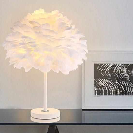 Đèn lông vũ có 2 dạng là để bàn hoặc treo tường