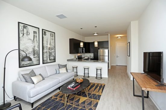 Hình ảnh căn hộ đẹp với điểm nhấn là tranh treo tường