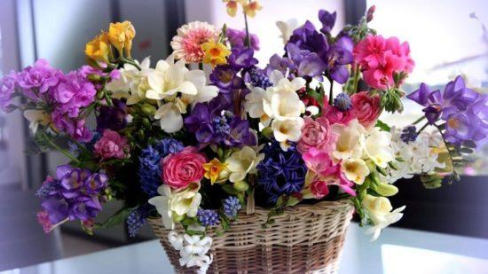 Làm hoa giả trang trí từ đồ handmade