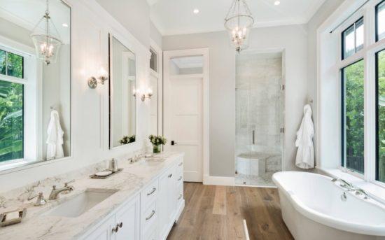 Nhà vệ sinh với tone màu trắng chủ đạo