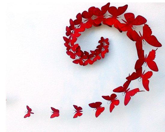 Những cánh bướm đỏ tươi xếp theo hình xoắn ốc tuyệt đẹp
