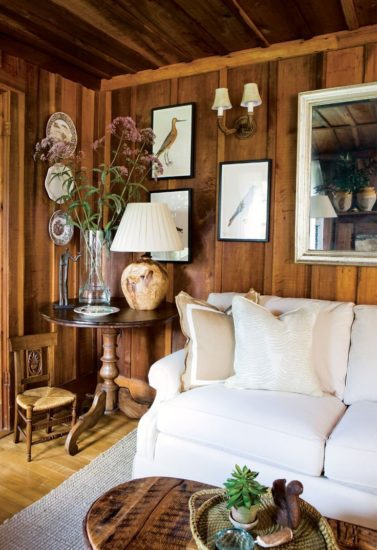 Phòng khách với chất liệu gỗ ấm áp