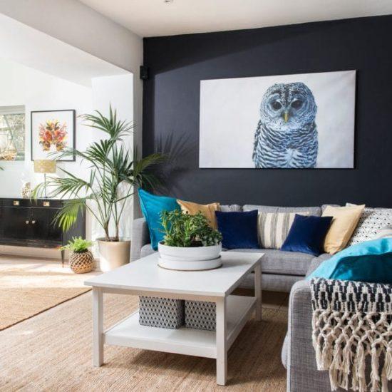 Sử dụng các bức tranh treo tường cho phòng khách hiện đại