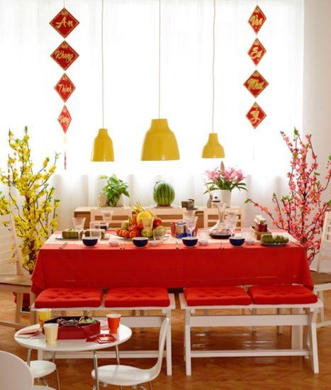 Sử dụng hoa mai, hoa đào trang trí nhà ngày tết sẽ đưa cả sắc xuân vào trong mỗi căn nhà