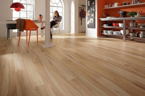 Sử dụng nhiều cách khác nhau để sàn gỗ chung cư đẹp luôn sáng bóng