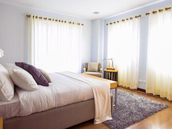 Sử dụng rèm vừa để trang trí vừa giúp điều tiết lượng ánh sáng vào phòng