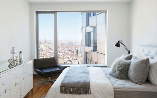 Tạo sự thông thoáng và tươi mới cho không gian phòng ngủ với cửa sổ rộng rãi