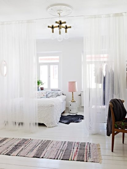 Trang trí phòng ngủ đơn giản mà đẹp bằng rèm mỏng