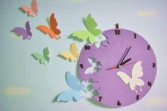 Tranh cánh bướm kết hợp đồng hồ sáng tạo, những cánh bướm đầy màu sắc đang vươn mình bay đi đón ánh mặt trời