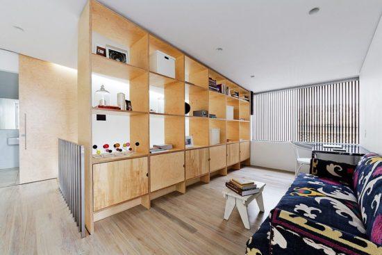 Bạn có thể dùng tủ để đồ để làm vách ngăn phân cách giữa 2 không gian với nhau