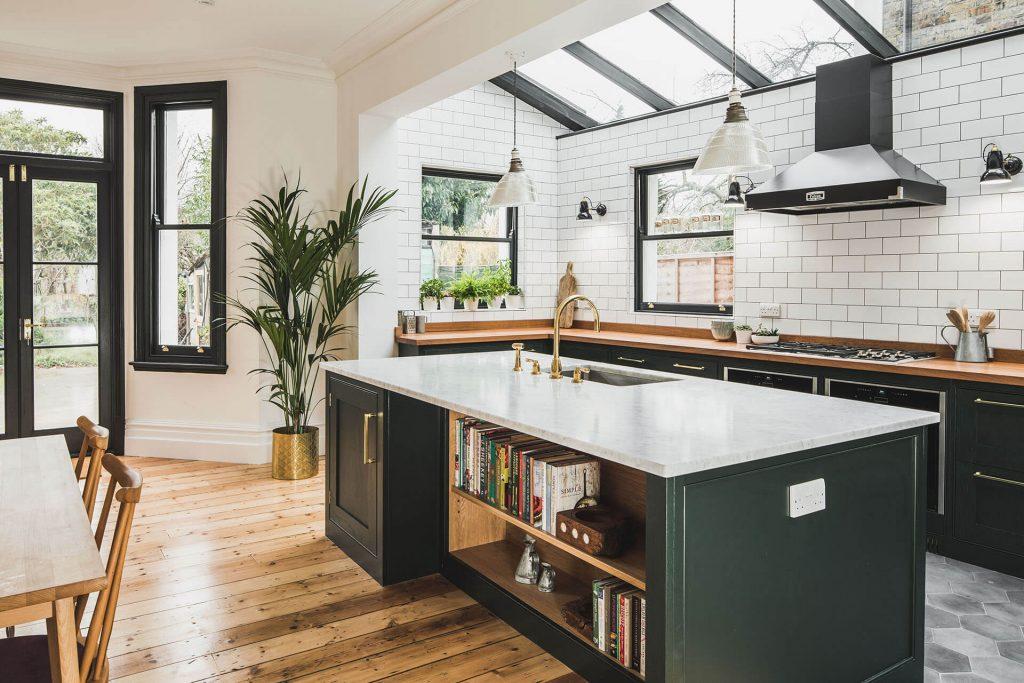 Bố trí đảo bếp hợp lý với không gian bếp