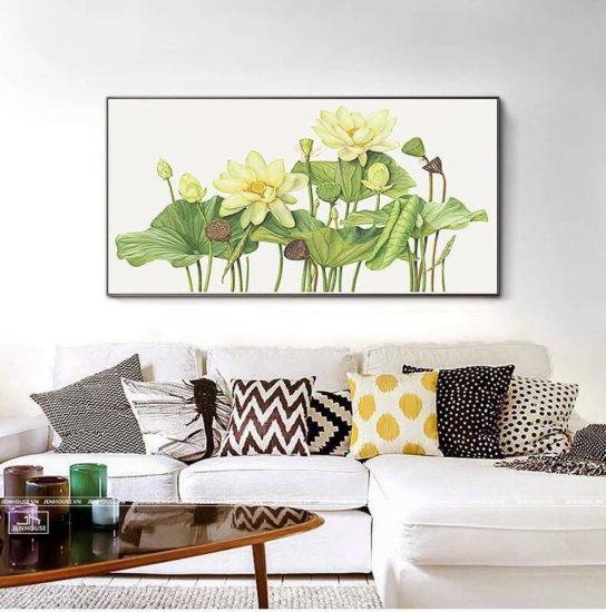 Bức tranh với màu sắc hài hoà với màu sofa và bức tường