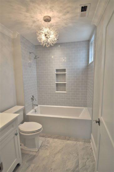 Chú ý đến yếu tố ánh sáng và thông gió trong không gian phòng tắm