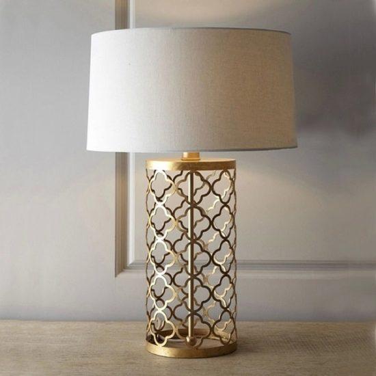 Đèn để đầu giường cũng có tác dụng trang trí cho không gian