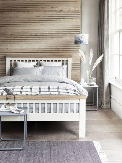 Phối màu ấn tượng với ánh sáng sẽ giúp cho phòng ngủ nhỏ nổi bật hơn rất nhiềuPhối màu ấn tượng với ánh sáng sẽ giúp cho phòng ngủ nhỏ nổi bật hơn rất nhiều