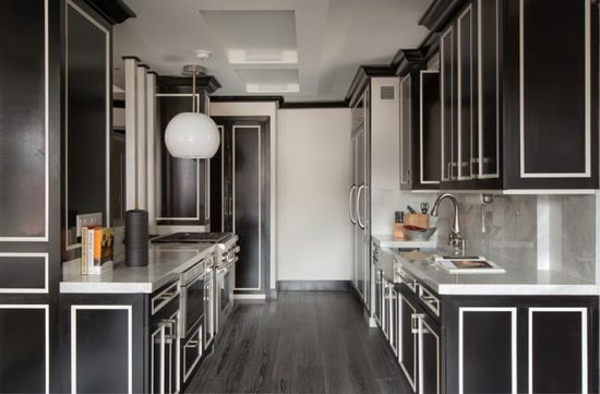 Phòng bếp với màu đen chủ đạo