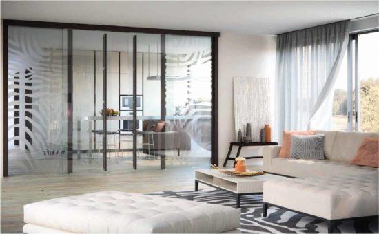Sử dụng chất liệu kính cho không gian phòng khách thêm hiện đại