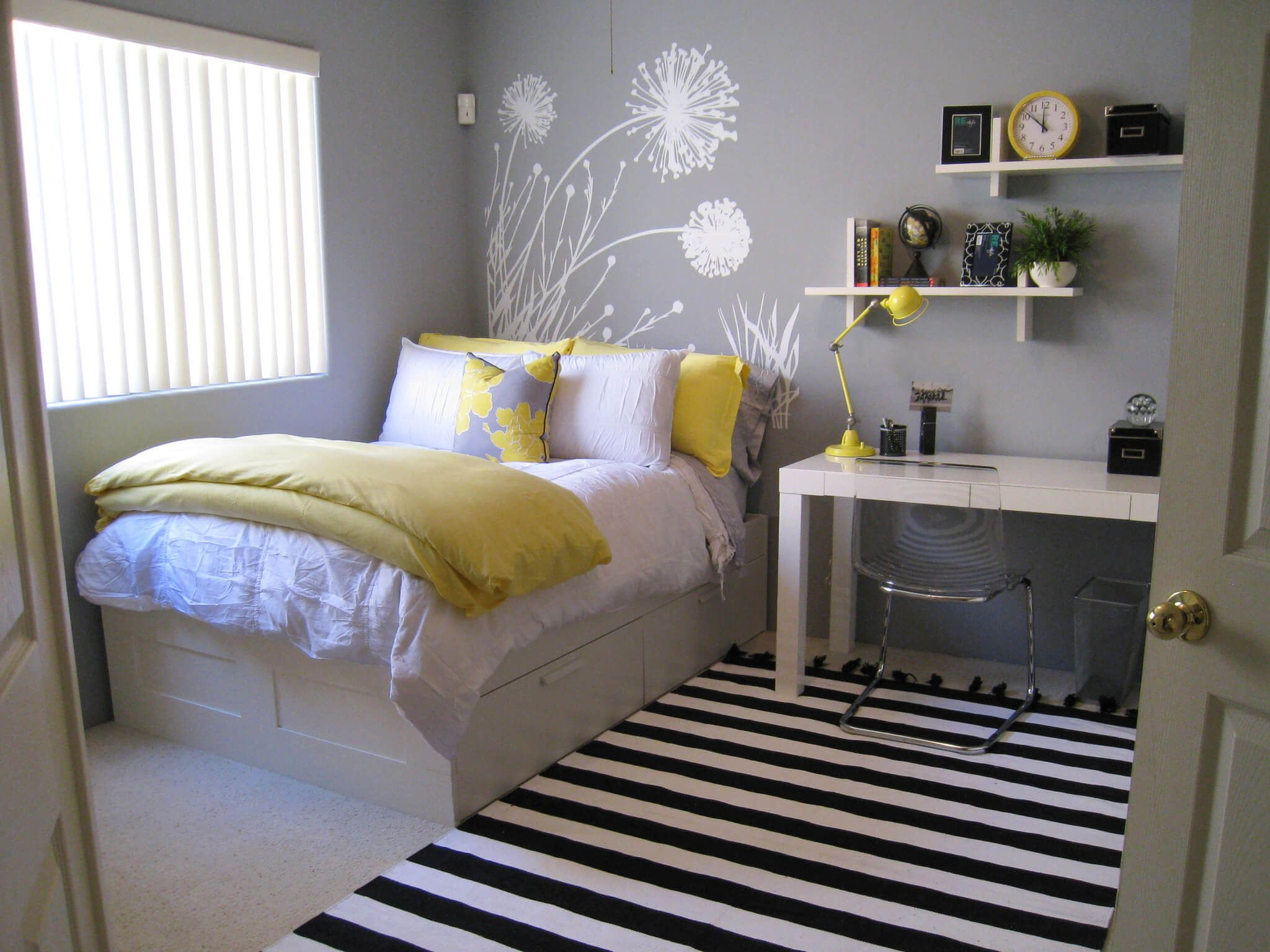 Tận dụng gầm giường để cất những nội thất cở bản nhất