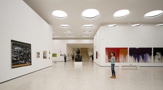 Ánh sáng là yếu tố quan trọng khi thiết kế nội thất cửa hàng