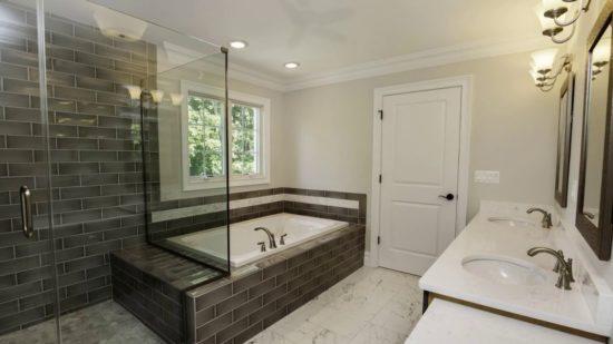 Cảm nhận sự tinh tế trong mẫu phòng tắm với nội thất tối giản