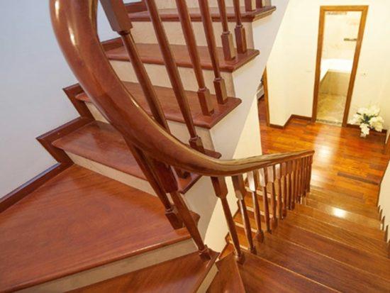 Cầu thang gỗ có khả năng chịu bền và chống chịu thời tiết tốt