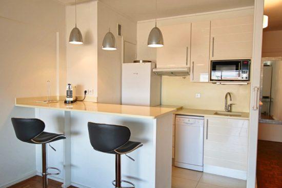 Chú ý đến cách bố trí nội thất cho quầy bar bếp