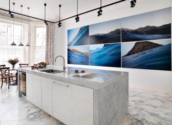 Đá cẩm thạch mang lại không gian sang trọng cho căn bếp
