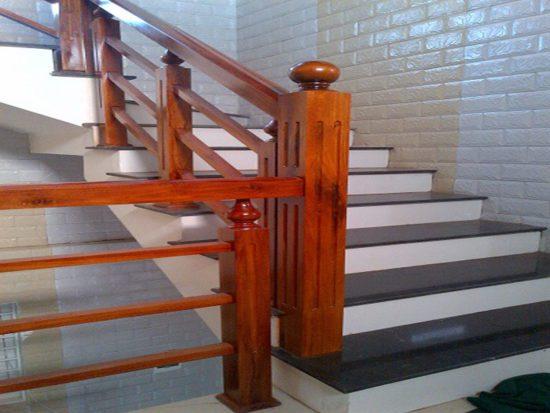 Mẫu cầu thang gỗ vuông đẹp hiện đại
