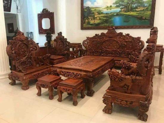 Những mẫu bàn ghế này mang đến cho không gian sự sang trọng, bề thế